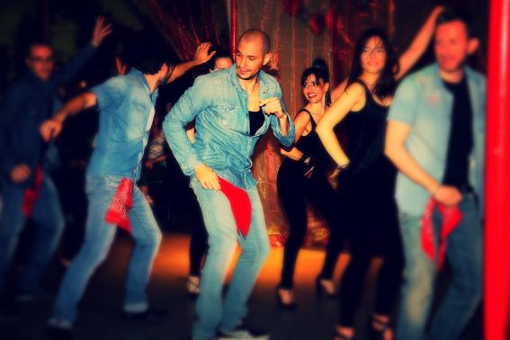 Claudio Giovenzana è maestro di salsa a Milano